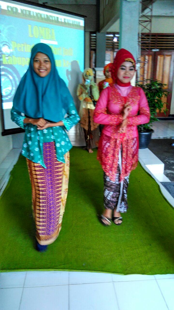 Peserta Lomba Fashion Show Putri